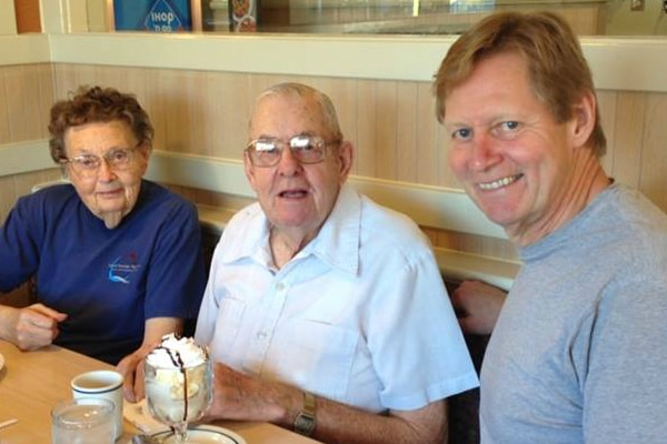 Terry with parents at IHOP before the Colorado triathlon