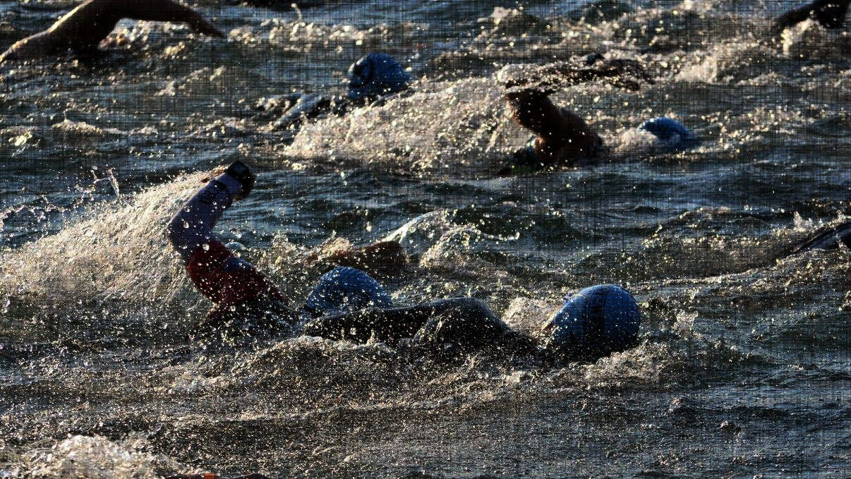 congestion in the water during a triathlon swim